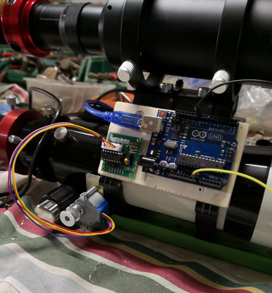 Focheggiatore elettronico su telescopio rifrattore